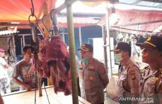 Pak Kapolres Langsung Pantau Harga Sembako di Pasar - JPNN.com