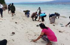 Ikan-ikan Hidup Terdampar di Pantai, Khawatir Sebagai Pertanda Gempa - JPNN.com