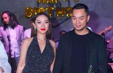 Suami Zaskia Gotik Beri Kado Spesial untuk Mertua, Isinya Bikin Iri - JPNN.com