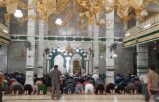 Di Masjid Ini Tidak Ada Salat Jumat, Diganti Zuhur Berjemaah - JPNN.com