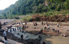 Warga Dua Desa di Cianjur Terisolasi - JPNN.com
