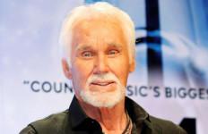 Darurat Corona, Pemakaman Kenny Rogers Digelar Tertutup - JPNN.com