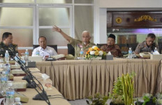 Mahyeldi Minta Penerbangan di Bandara Minangkabau Dihentikan - JPNN.com