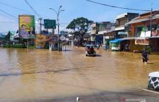 Satu Orang Meninggal saat Banjir Melanda Bandung - JPNN.com