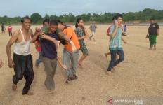 Empat Warga Hanyut di Sungai Air Molek, 2 Orang Tewas, Dua Lagi Masih Dicari - JPNN.com