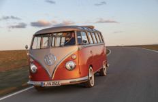 Volkswagen Kenalkan Mobil Listrik Bergaya Klasik, e-Bulli - JPNN.com