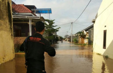 Tanggul Sungai Jebol, Puluhan Rumah Kebanjiran, Warga Waswas - JPNN.com