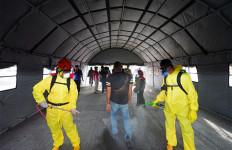 Azwar Anas Periksa Fasilitas Terowongan Disinfeksi di Pelabuhan Banyuwangi - JPNN.com