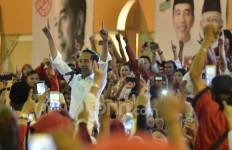 Korban Terus Bertambah, Jokowi Sendirian Melawan Corona, Relawan ke Mana? - JPNN.com