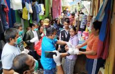 Lawan Corona, KNPI Bagikan 450 Nasi Box dan Hand Sanitizer - JPNN.com