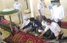 Ini yang Terjadi di Makam Ibunda Jokowi Setelah Keluarga Presiden Pergi - JPNN.com