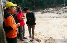 Sukajaya Bogor Kembali Diterjang Banjir-Longsor, Puluhan Rumah Rusak - JPNN.com