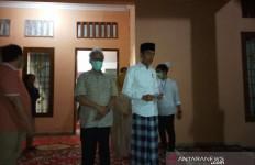 Suasana Rumah Duka Ibunda Presiden Jokowi Malam Ini - JPNN.com