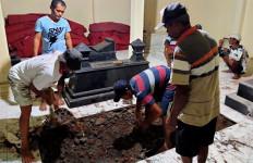 Persiapan Pemakaman Ibunda Jokowi, Dari 10 Tukang Gali Kubur Hingga Hand Sanitizer - JPNN.com
