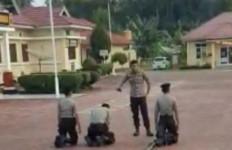Duh, Tiga Polisi Dihajar Senior di Tengah Lapangan - JPNN.com