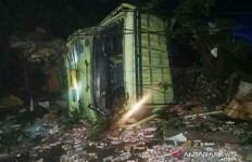 Truk Bermuatan Susu Olahan Hantam Tujuh Kendaraan di Cianjur, Dua Orang Tewas - JPNN.com