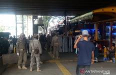 PKL di Pasar Tanah Abang Nekat Berjualan - JPNN.com