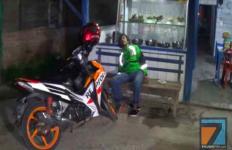 Driver Ojol Merintih Sakit di Warung, Tak Ada Warga yang Berani Membawa ke RS - JPNN.com