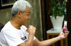 Ganjar Telepon Dua Pasien Corona yang Sembuh: Tuhan Masih Sayang sama Saya Pak... - JPNN.com
