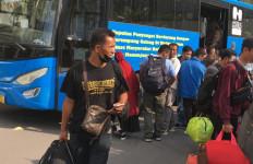 Ratusan TKI yang Pulang dari Malaysia Langsung Dibawa ke Asrama Haji Batam - JPNN.com