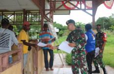 TNI dan Polri Gencar Berkeliling Kampung Sejak Bupati Terbitkan Surat Edaran - JPNN.com