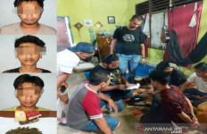 Tiga Pemuda Digerebek Polisi Saat Asyik Berbuat Terlarang di Asrama Mahasiswa - JPNN.com