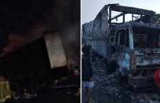 Truk Kontainer Terbakar Habis di Tol Bocimi, Begini Kondisi Sopir - JPNN.com