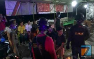 Tak Ada Ampun, TNI-Polri Langsung Angkut Warga yang Masih Keluyuran
