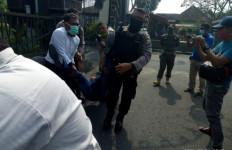 Pria Pengadang dan Penggebrak Mobil Bupati Ini Langsung Ditangkap, Lihat nih - JPNN.com