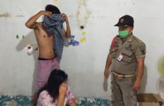 Sejumlah Indekos di Padang Digerebek, Tujuh Pasangan Bukan Muhrim Diamankan - JPNN.com