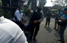 Oknum Wartawan Gebrak Mobil Bupati Tulungagung karena Kesal Kafe Ditutup - JPNN.com