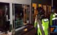 Biasanya Kejar Penjahat, Kini Pak Polisi Sibuk Buru yang Keluyuran di Luar Rumah