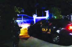 Ogah Diisolasi, Pejabat Karawang Positif COVID-19 Dijemput Paksa dari Rumahnya - JPNN.com