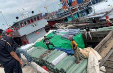 BC Gagalkan Penyelundupan Ribuan Roll Tekstil, Lihat tuh Fotonya - JPNN.com