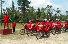 Petugas Patroli Terpadu Karhutla juga Beri Edukasi Masyarakat untuk Cegah COVID-19 - JPNN.com