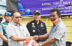 Bea Cukai Serahkan 10 Ton Bawang Bombai ke Pemkot Tanjung Balai - JPNN.com