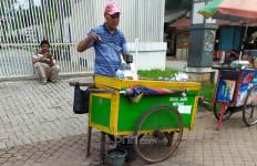 Penjual Jamu, Sayur, dan Susu Jahe di Tengah Gempuran Wabah Corona - JPNN.com