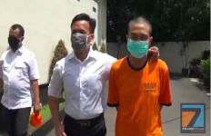 Mengaku Dokter, Deden Santoso Pura-Pura Memijit Dada Calon Asistennya - JPNN.com