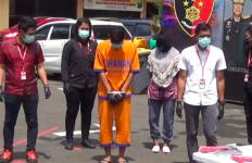 Jual Istri pada Hidung Belang demi Main Bertiga, Tarifnya Segini - JPNN.com