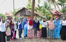 Beri Puluhan Ribu APD, Mulyadi Diapresiasi Srikandi Padang - JPNN.com