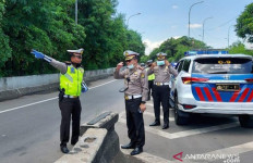 Virus Corona Menggila, Polisi Gencar Berpatroli Imbau Warga Hindari Kerumunan - JPNN.com