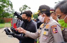 Cegah Corona, Polisi Cek Suhu Tubuh Pengendara Pakai Drone - JPNN.com