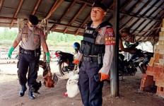 Penjudi Sabung Ayam Kocar-kacir Digerebek Polisi - JPNN.com
