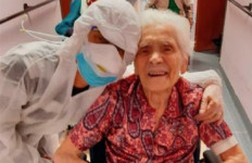 Luar Biasa! Perempuan Tertua di Dunia Menang Melawan Corona - JPNN.com