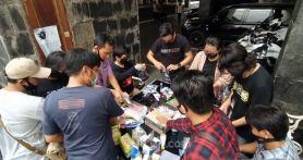 Aksi Solidaritas, Jurnalis Balai Kota Bagikan Masker kepada Warga yang Masih Bekerja di Tengah Wabah Corona