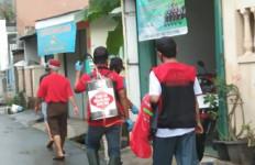 Bantu Pemerintah Lawan Corona, Forum Relawan Jokowi Gelar Penyemprotan Disinfektan di Jakarta Timur - JPNN.com