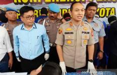 Pemuda Nekat Melawan Petugas, Dor! Tak Ada Ampun - JPNN.com