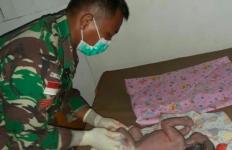 Kisah Heroik Satgas Yonif 411 Bantu Warga Melahirkan di Tengah Wabah Corona - JPNN.com