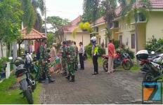 Hotel Kecil itu Dijaga Ketat TNI-Polri, Terlihat Perawat dan Satgas Covid-19 Sibuk di Dalam - JPNN.com