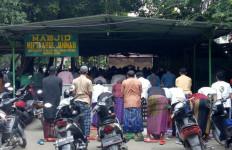 Imbauan Anies Tak Didengar, Warga Tetap Gelar Salat Jumat - JPNN.com